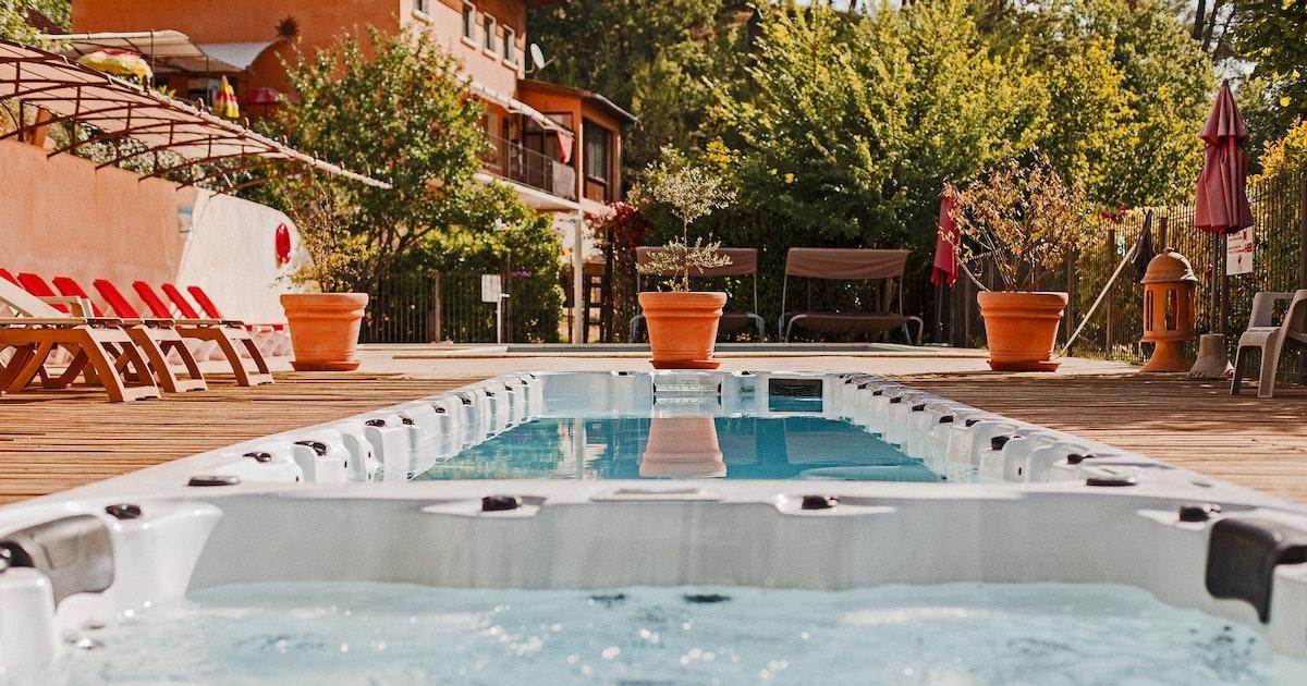 Piscine collective avec gites dans le luberon - Gite de france luberon avec piscine ...