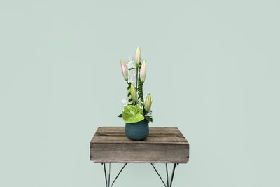 Blomsterdekoration inkl. vase